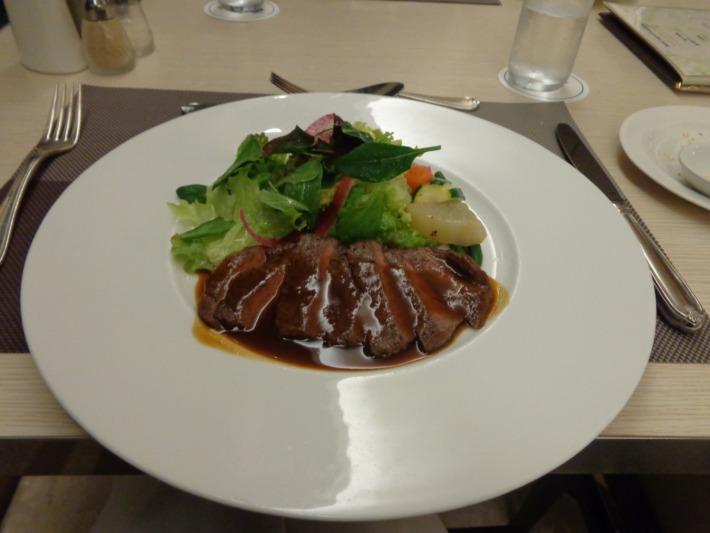 ラグナガーデンホテル内パセオガーデン コース料理 牛ステーキ
