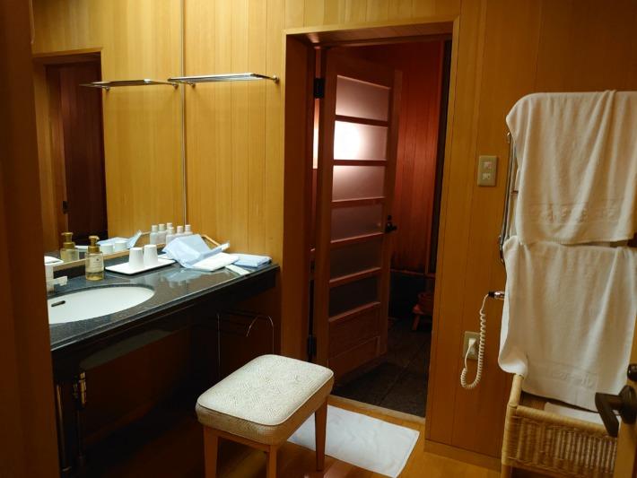 まかど観光ホテル 客室 特別和室 客室檜風呂 脱衣場