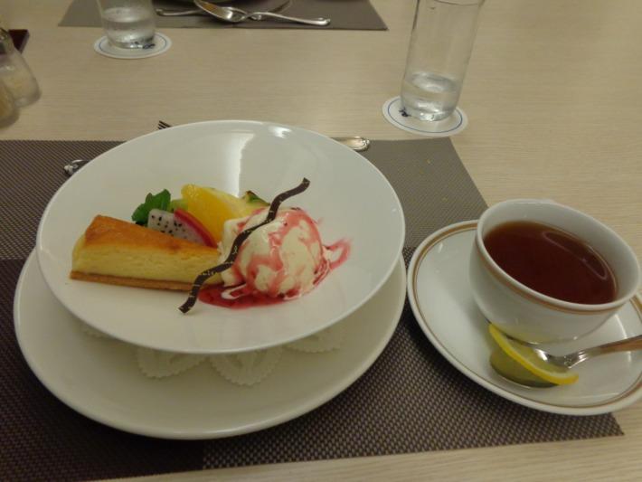 ラグナガーデンホテル内パセオガーデン コース料理 オリジナルデザート
