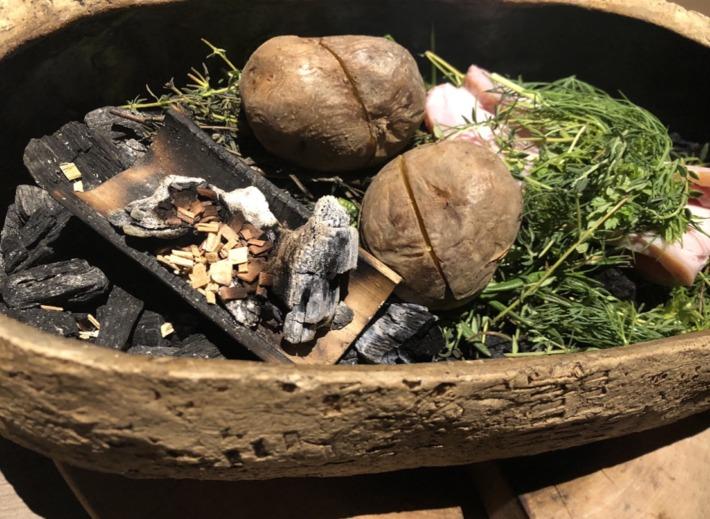 ふふ河口湖内レストラン「山のは」の薪焼き新じゃが