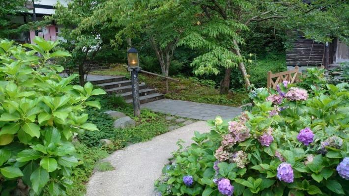 ランプの宿青荷温泉 敷地内庭園