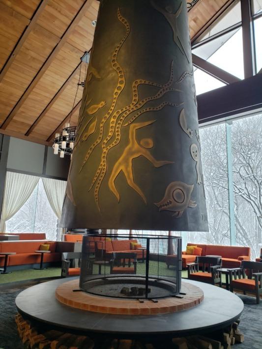 星野リゾート奥入瀬渓流ホテル エントランス 暖炉