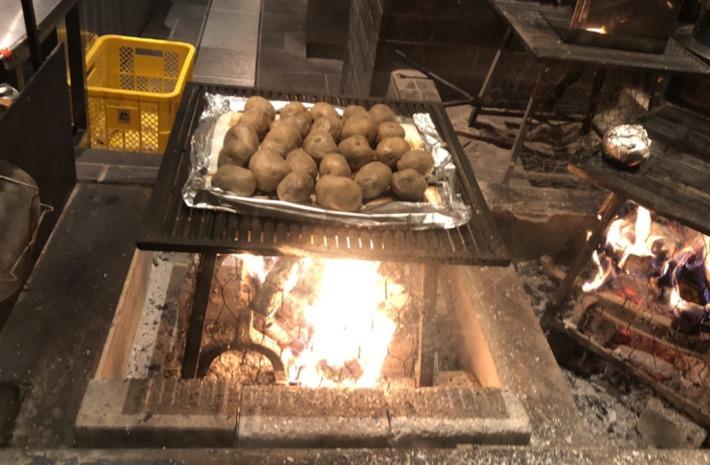 ふふ河口湖内レストラン「山のは」の薪焼き
