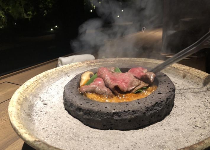 ふふ河口湖内レストラン「山のは」の牛溶岩焼き