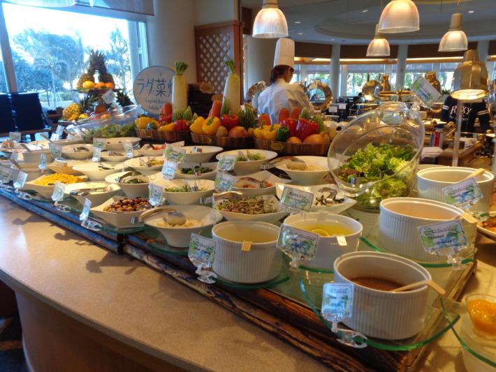 ラグナガーデンホテル内パセオガーデン バイキングのサラダコーナー