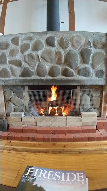 Onpoint Madarao ロビー 暖炉