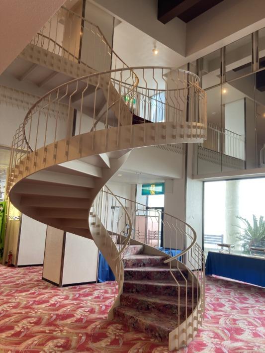 ホテルサンハトヤ 曲がり階段