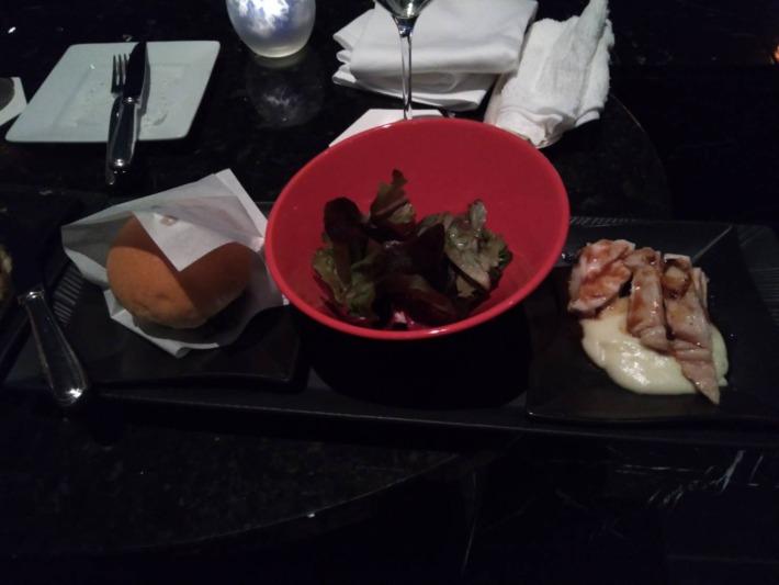 ザ・プリンスパークタワー東京内『スカイラウンジ ステラガーデン』ハンバーガー