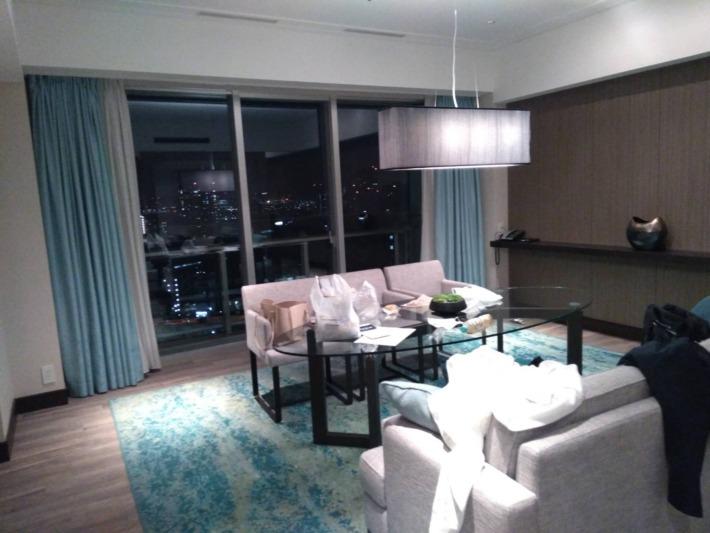 ザ・プリンスパークタワー東京 スイートルーム 夜のお部屋の様子
