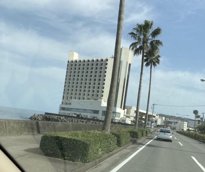 車窓から見たホテルサンハトヤ