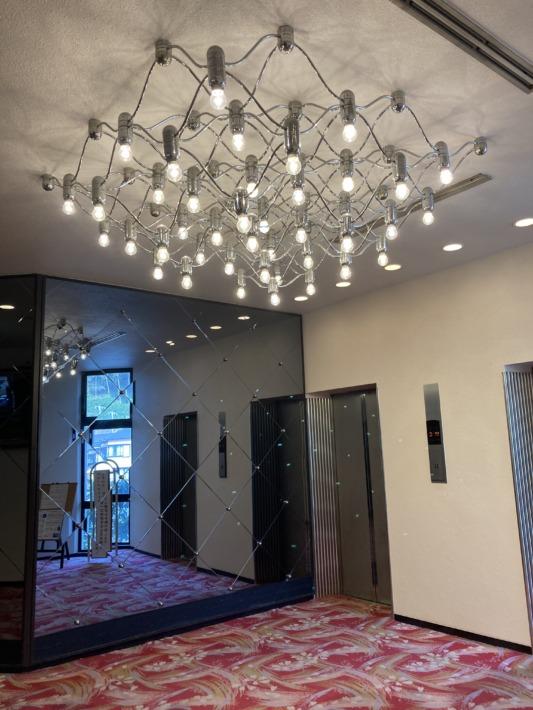 ホテルサンハトヤ 昭和感のある電飾