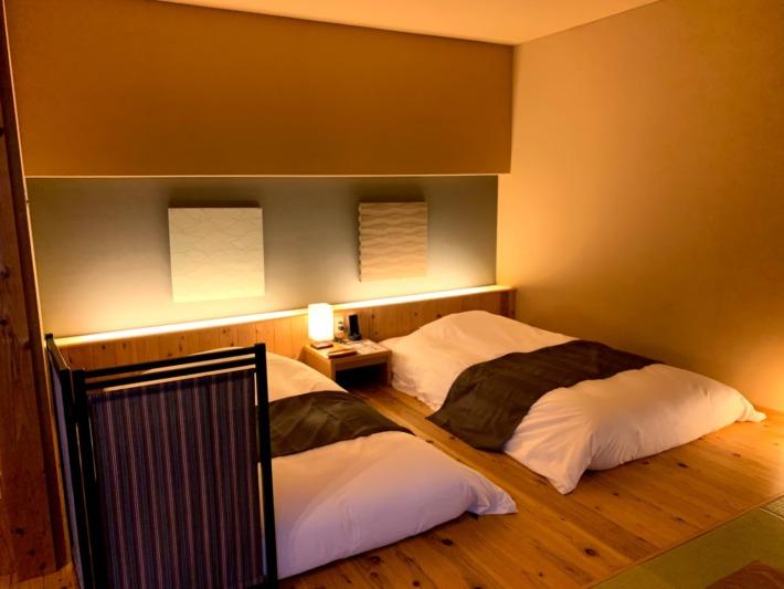 熊野倶楽部 客室棟 スイート 新月庵『菖蒲』寝室