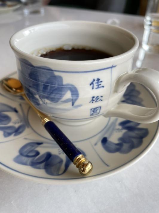 佳松園 ロゴの入ったカップ